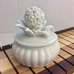 Glazed White Hoya Flower Plant Trinket Box EUC